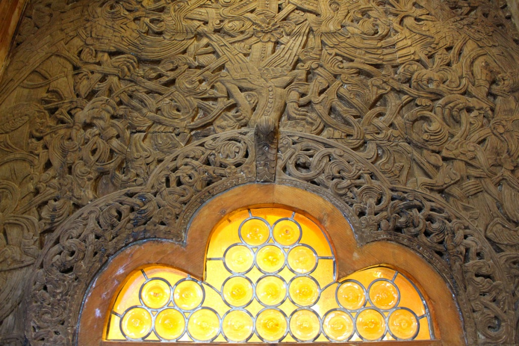 Reisetipp-Polen-Reisetipp-Niederschlesien-Stabkirche-Wang-tuer-ornamente