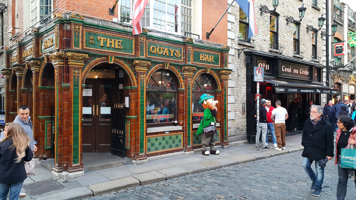 irland-sehenswuerdigkeiten-nicolos-reiseblog-temple-bar-the-quays-pub