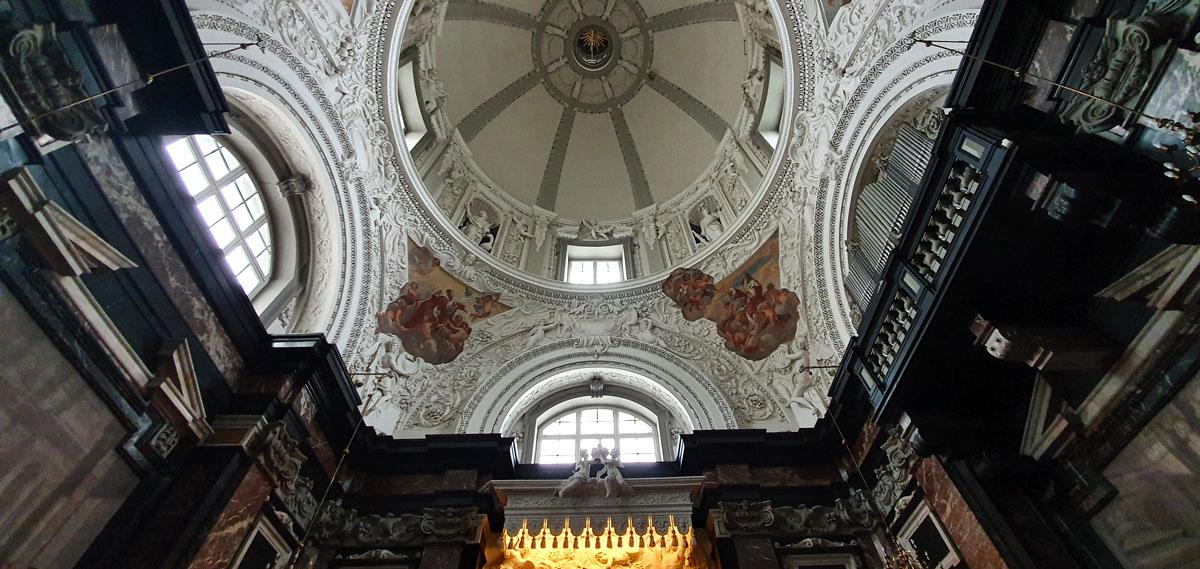 Was-in-Vilnius-sehen-Kathedrale-St-Stanislaus-innen-kuppel